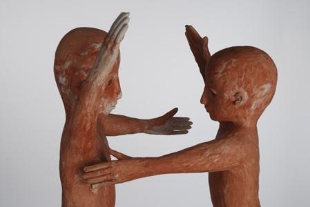 De Omhelzing in keramiek door Sabine Carlier