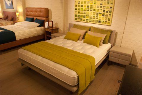 Bed met stoffen hoofdeinde - ideale slaapcomfort!